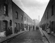 Una calle del East End en 1912.