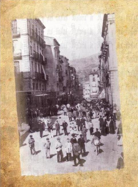 Cantó del Pinyó. Calle San Lorenzo con el Canto el Pinyó (izquierda).