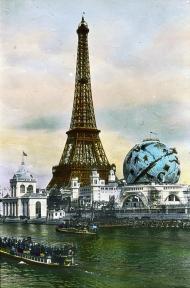 La Torre Eiffel y el globo celeste, 1900.