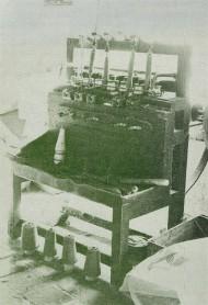 Canillera manual. Generalmente en estas máquinas trabajaban mujeres (canilleras), como María.