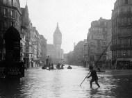 París inundación 1910. Calle de Lyon. Roger Viollet / BHVP
