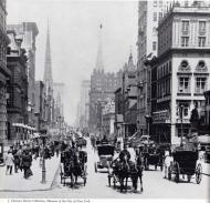 La glamorosa Quinta Avenida mirando hacia el norte desde la calle 43, 1905.