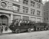 Turistas en un 'observation automobile'. Nueva York, principios del siglo XX.