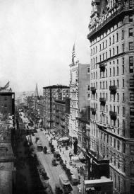 Vista de Broadway y la calle 42nd. El metro en construcción en el lado izquierdo de la calle; Hotel Manhattan a la derecha. 1900.