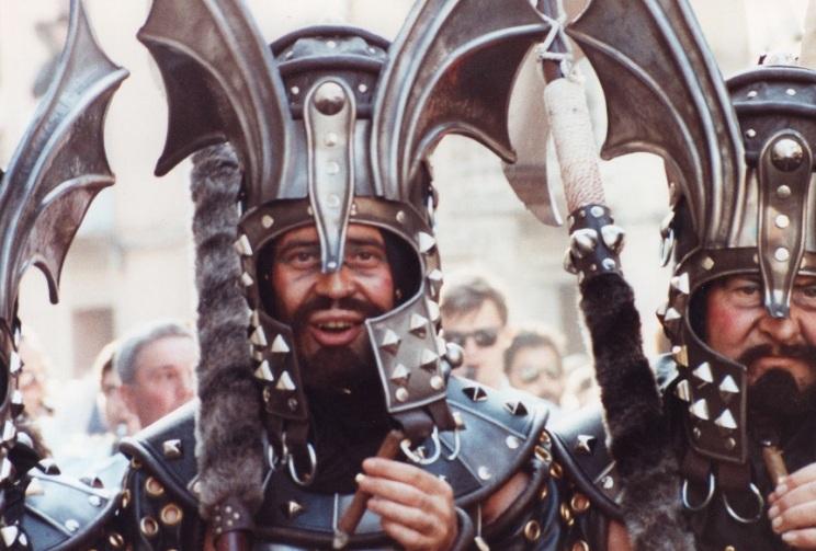 Manuel Cerdà en el desfile de la victoria tras la conquista. Listo para 'ofrenar noves glòries a Espanya'.