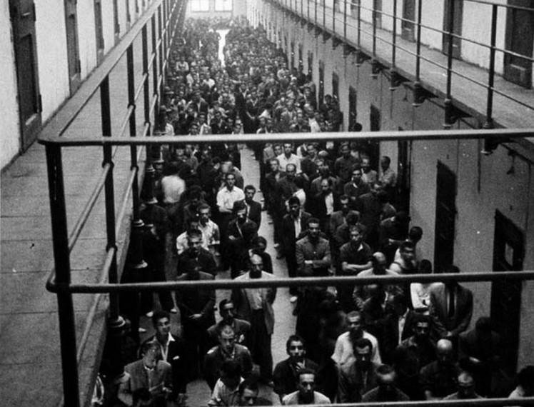 misa-en-galerc3ada-presos-modelo-barcelona-1946