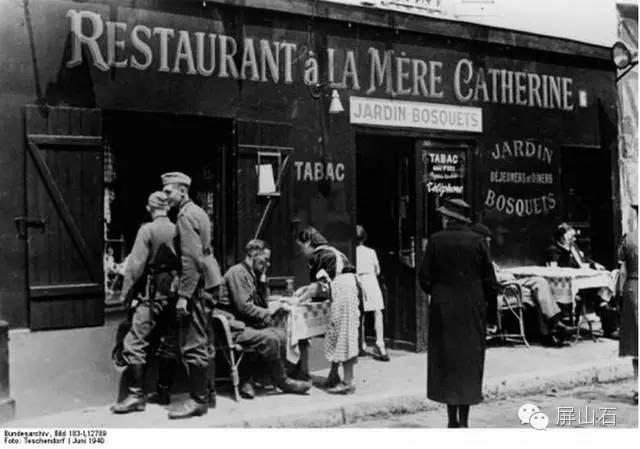 soldados-alemanes-en-el-restaurante-chez-la-mere-catherine-3