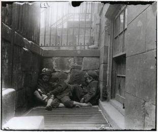 street-arabs-in-sleeping-quarters