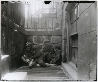 street-arabs-in-sleeping-quarters