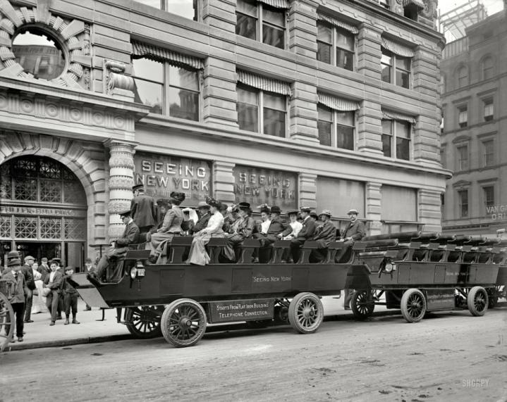 turistas-en-un-e28098observation-automobile_-nueva-york-principios-del-siglo-xx