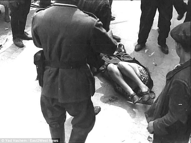 una-mujer-es-golpeada-por-solados-alemanes-en-lec3b3polis-ucrania-1939