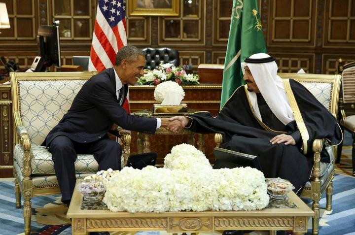 el-presidente-de-eeuu-barack-obama-saluda-al-rey-salman-de-arabia-saudc3ad