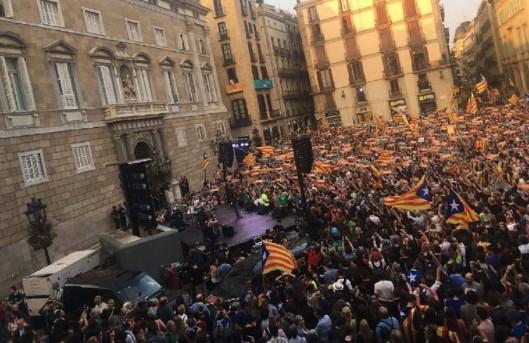 la-festa-de-la-plac3a7a-sant-jaume-de-barcelona-isaac-meler