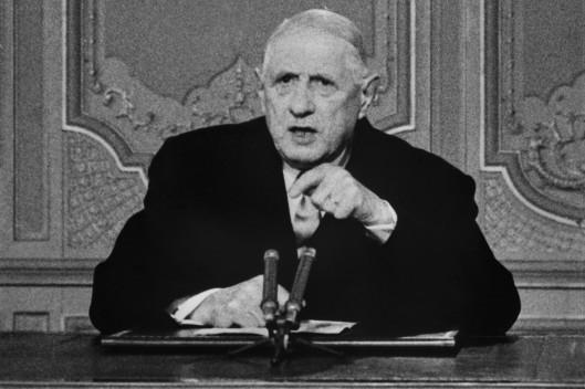 7793036418_le-general-de-gaulle-s-adresse-au-pays-lors-d-une-allocution-radio-televisee-a-paris-le-24-mai-1968