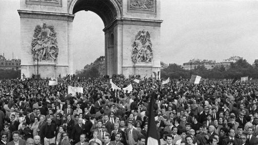 anifestación en apoyo de De Gaulle el 30 de mayo