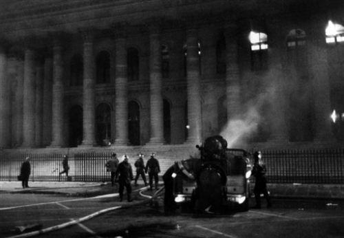 RETRO-MAI 1968-INCENDIE-BOURSE