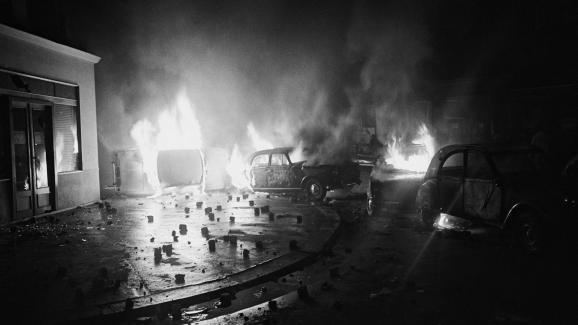 Coches ardiendo la calle Gay-Lussac