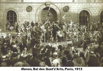 En el patio de la Escuela Nacional Superior de Bellas Artes el día del desfile (1913). Fotografía: Léon Gimpel.